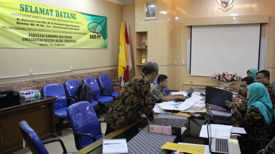 2 ASSESSORS OF TIRE PT VISIT UNTIRTA FOR REALIZING BANKING FINANCIAL PRODUCT