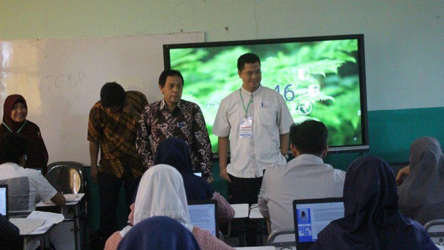 (Bahasa) Tim Monev UTBK Gelombang II Kunjungi Ke Beberapa Sekolah Di Kota Serang