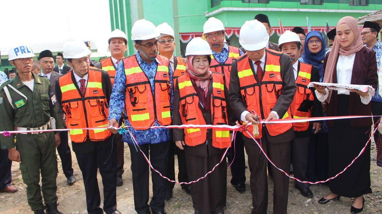 (Bahasa) Rektor Resmikan Pembangunan Gedung Baru FKIP Untirta