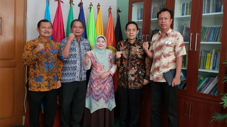 (Bahasa) Biro Kesra Provinsi Banten Berikan Bantuan Beasiswa Kepada Mahasiswa/i Untirta