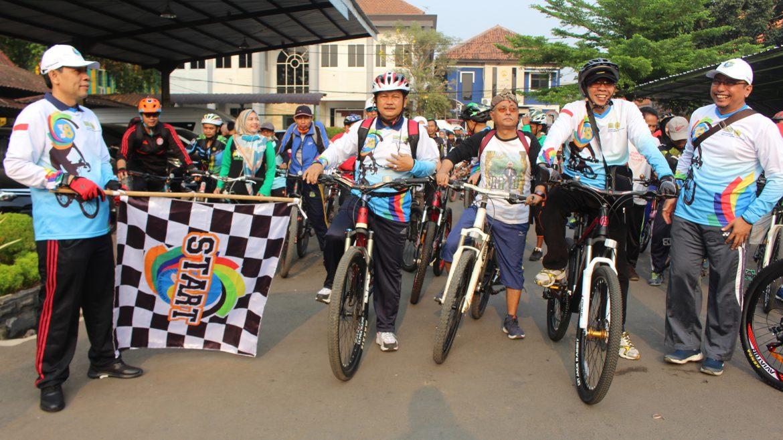 (Bahasa) Sivitas Untirta Rayakan Diesnatalis ke-38 Dengan Gowes Sepeda Santai
