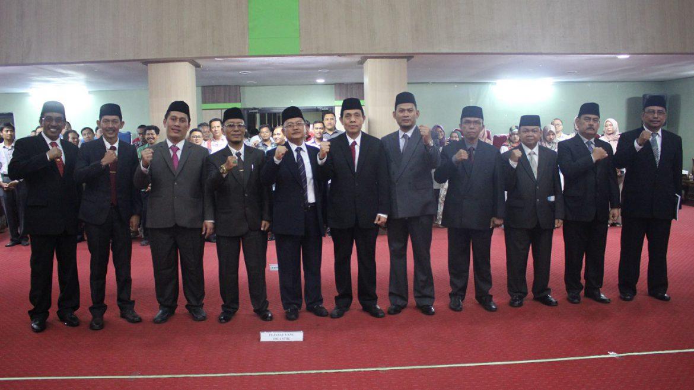 (Bahasa) Rektor Untirta Lantik Para Wakil Rektor, Ketua Lembaga dan Staf Ahli Rektor Periode 2019 – 2023