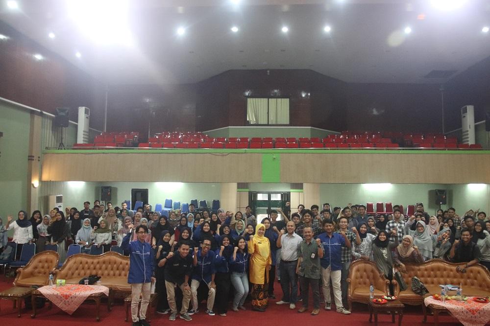 (Bahasa) Mahasiswa Untirta Asal DKI Jakarta Adakan Pertemuan Akbar Bagi Penerima KJMU ( Kartu Jakarta Mahasiswa Unggul )