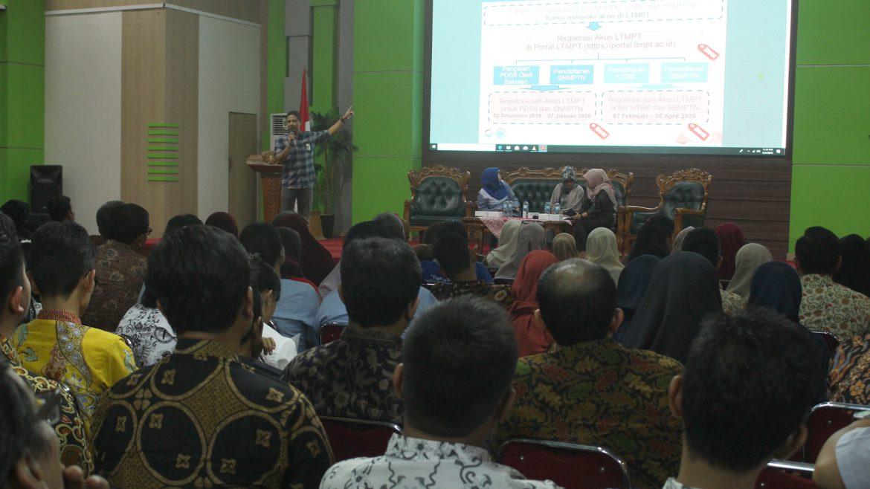 (Bahasa) Untirta Sosialisasikan Jalur PMB dan KIP-K Pada Guru SMA Se-Kota dan Kab Tangerang Serta Kota Tangsel